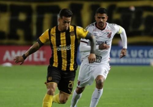 Peñarol derrotó a Paranaense 3-2 pero no clasificó